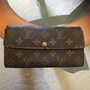 Louis Vuitton Sarah Wallet 6 card